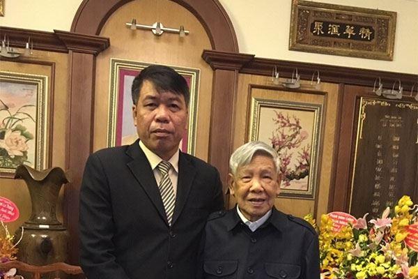 Chủ tịch Hội đồng quản trị kiêm Tổng Giám đốc Vũ Văn Trường đến chúc mừng sinh nhật lần thứ 85 của nguyên Tổng Bí thư Lê Khả Phiêu tại nhà riêng nguyên Tổng Bí thư.