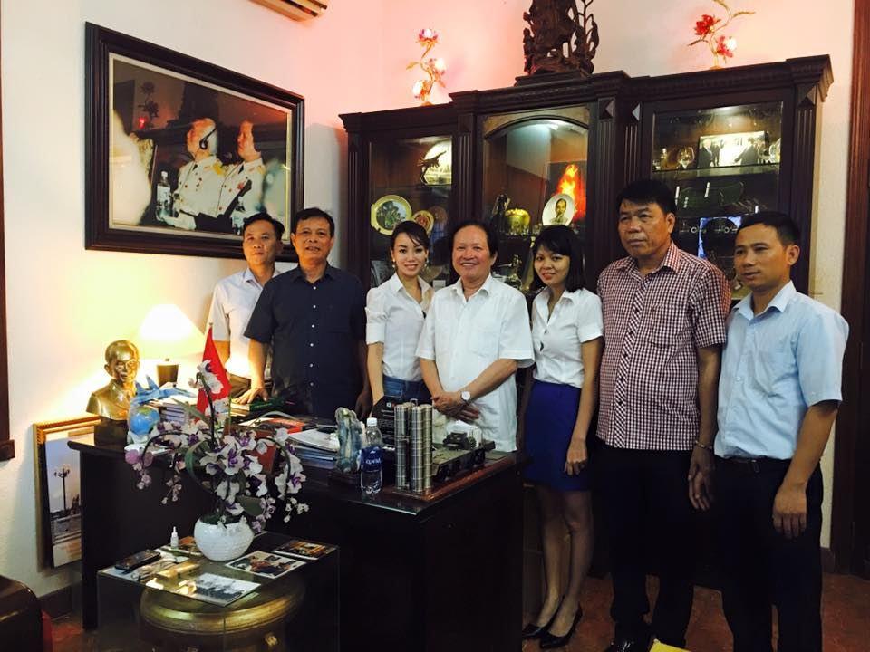 Ban Lãnh đạo Công ty Cổ phần Đầu tư Xây dựng Thiên Lộc đến thăm Viện sỹ, Thượng tướng, Anh hùng lực lượng vũ trang Nguyễn Huy Hiệu