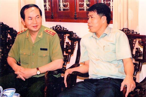 Chủ tịch Hội đồng quản trị kiêm Tổng Giám đốc Vũ Văn Trường nói chuyện cùng đồng chí Trần Đại Quang - Ủy viên Bộ Chính trị, Bộ trưởng Bộ Công an.