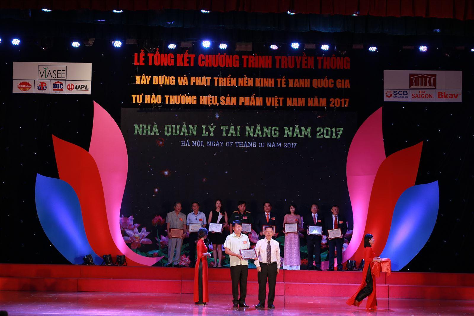 Chủ tịch Hội đồng quản trị kiêm Tổng Giám đốc Vũ Văn Trường vinh danh trong chương trình Nhà Quản lý tài năng Việt Nam 2017