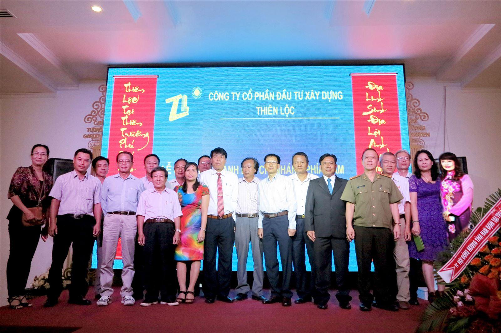 Chủ tịch Hội đồng quản trị kiêm Tổng Giám đốc Vũ Văn Trường và các đại biểu dự lễ thành lập Chi nhánh phía Nam