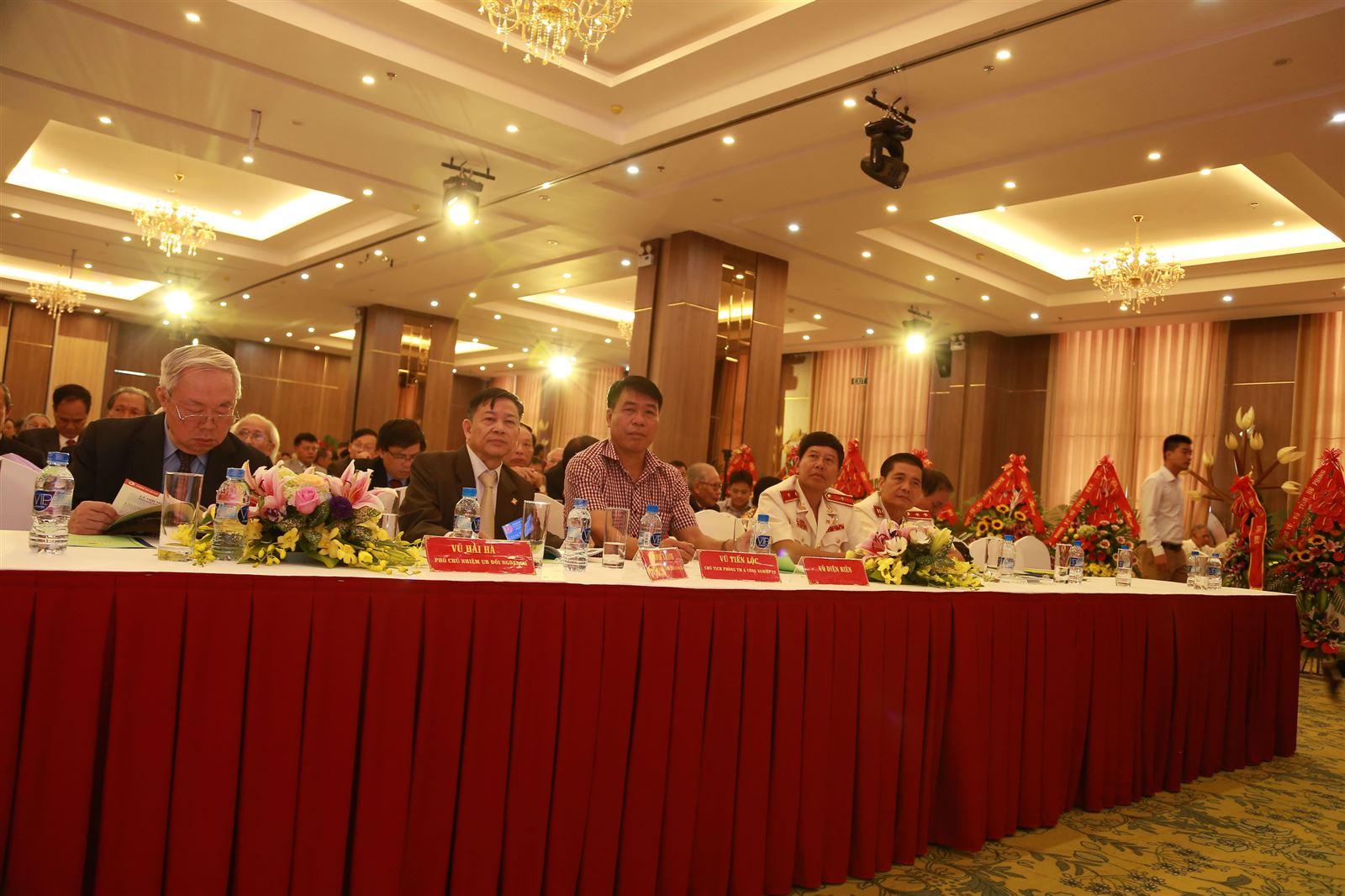 Chủ tịch Hội đồng quản trị kiêm Tổng Giám đốc Vũ Văn Trường cùng các Đại biểu dự Đại hội dòng họ Vũ - Võ Thủ đô Hà Nội