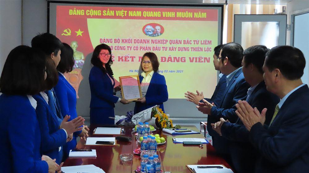 Lễ kết nạp Đảng viên mới tại Công ty Cổ phần Đầu tư Xây dựng Thiên Lộc